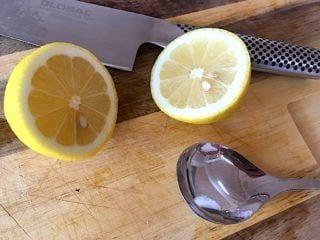 billede med citron til brombærmarmelade