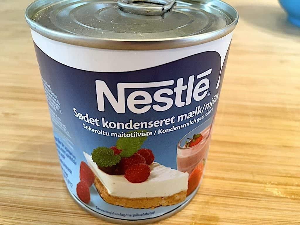 billede med kondenseret mælk til drømmekage