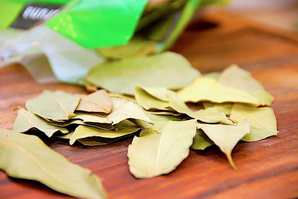 billede med laurbær og laurbærblade