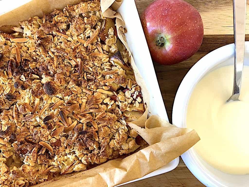 Æblecrumble - nem og hurtig opskrift med havregryn