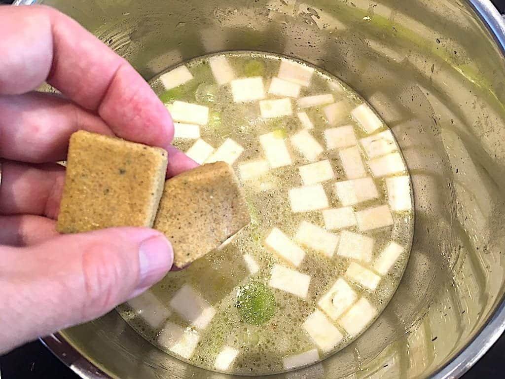 billede med bouillon til kartoffelsuppe