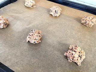 billede med cookiedej på bageplade