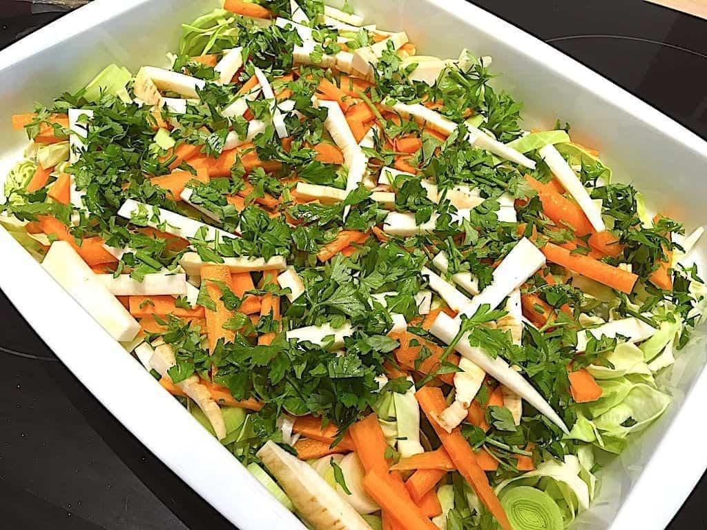 billede med grøntsager til rødspætter i fad