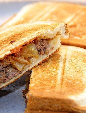 Cowboytoast – opskrift på nem toast med oksekød og løg