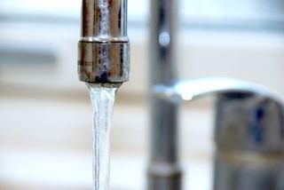 billede med lunkent vand fra vandhane