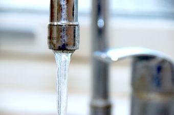 Må man bruge lunkent vand fra vandhanen til bagning?