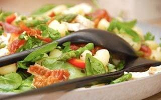 billede resultat for salat med kylling, spinat og bacon