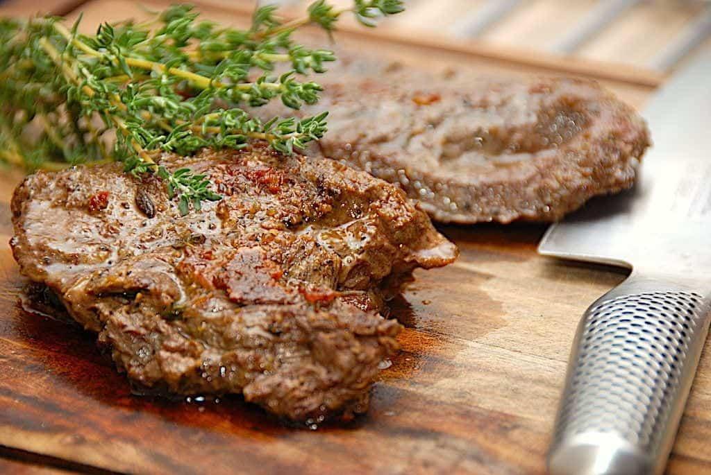 billede med flat iron steak og timian