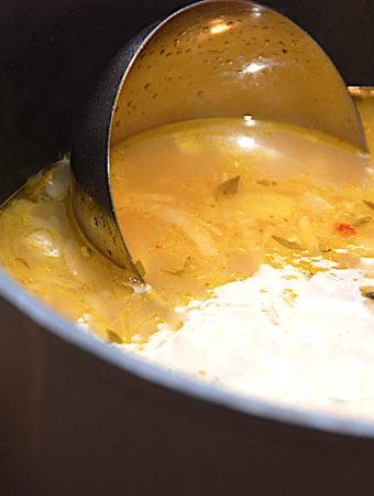 Løgsuppe – nem opskrift på suppe med løg