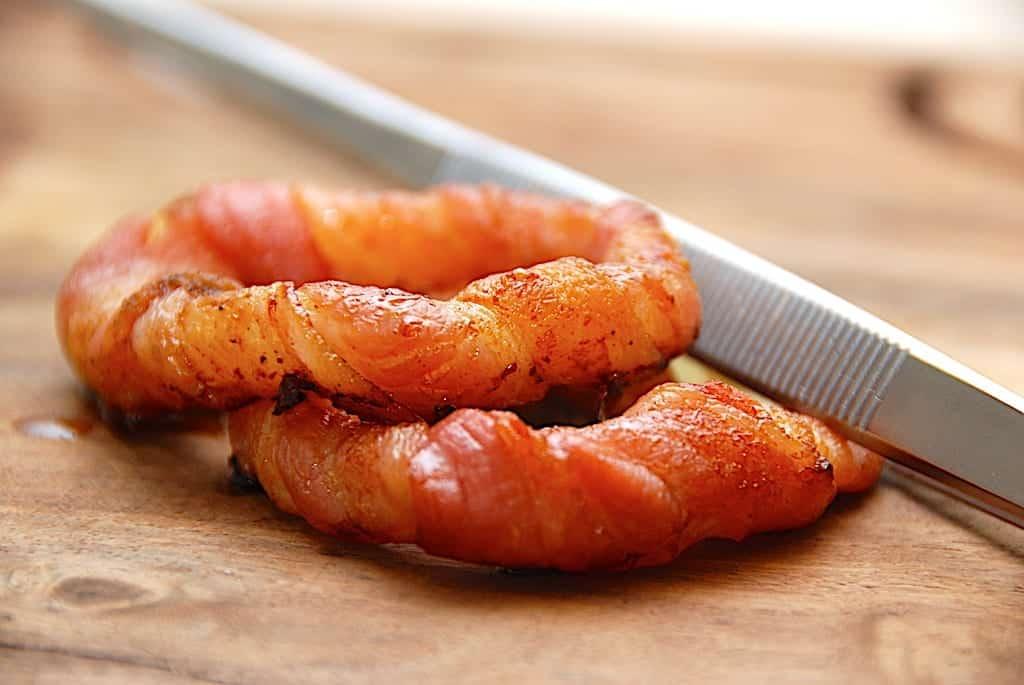 Løgringe med bacon – nem opskrift på sprøde snacks