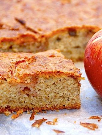 Gammeldags bradepandekage med æbler og kanel