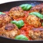 billede med italienske kødboller i tomatsovs på pande