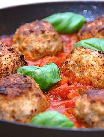 Italienske frikadeller – nem opskrift med tomatsovs