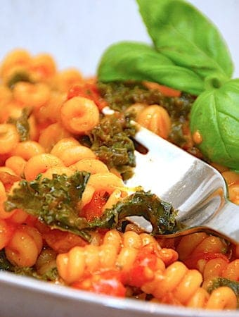 Lækker opskrift på pasta med grønkål