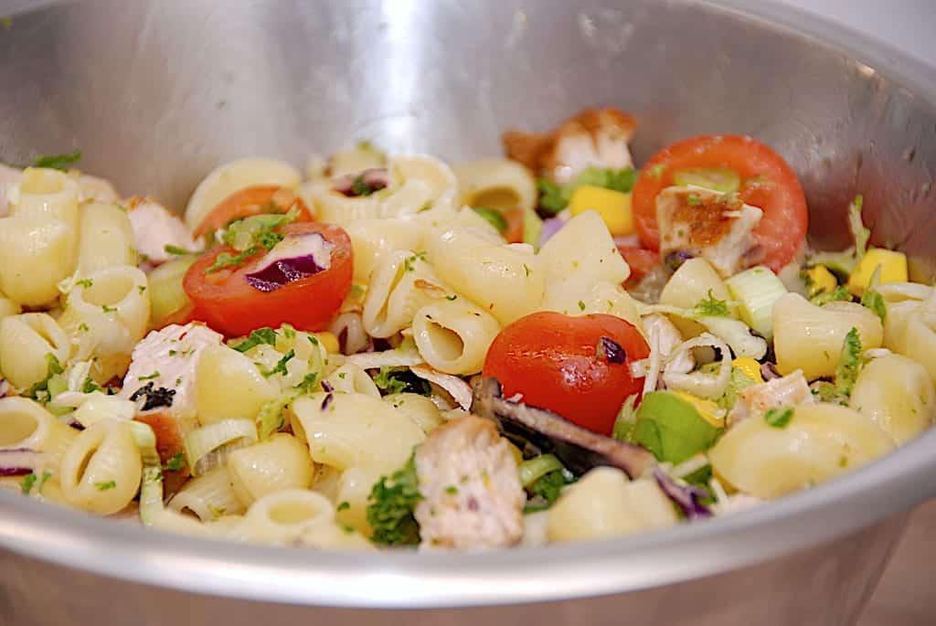 pastasalat med kalkun og kål