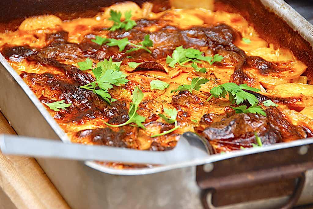 Kylling i flødesovs lavet i fad med grøntsager