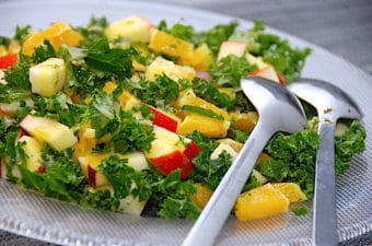 salat med grønkål og appelsin