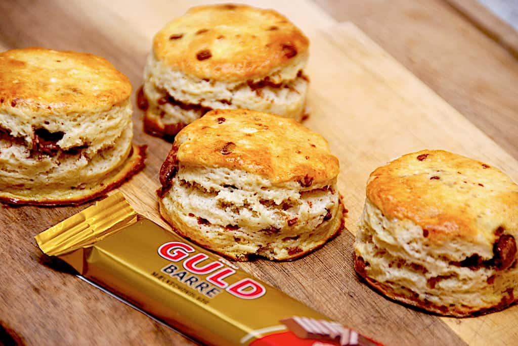 Nemme scones med Guldbarre mælkechokolade