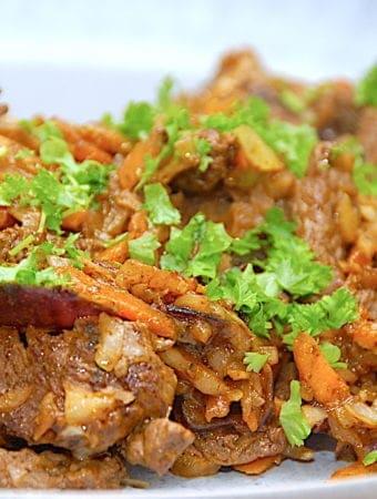Nem wok med oksekød og grøntsager