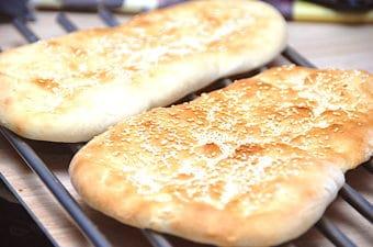 Naanbrød – opskrift på indisk brød med yoghurt