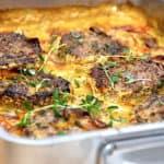 billede med ovnbagte hakkebøffer med porrer og kryddersovs