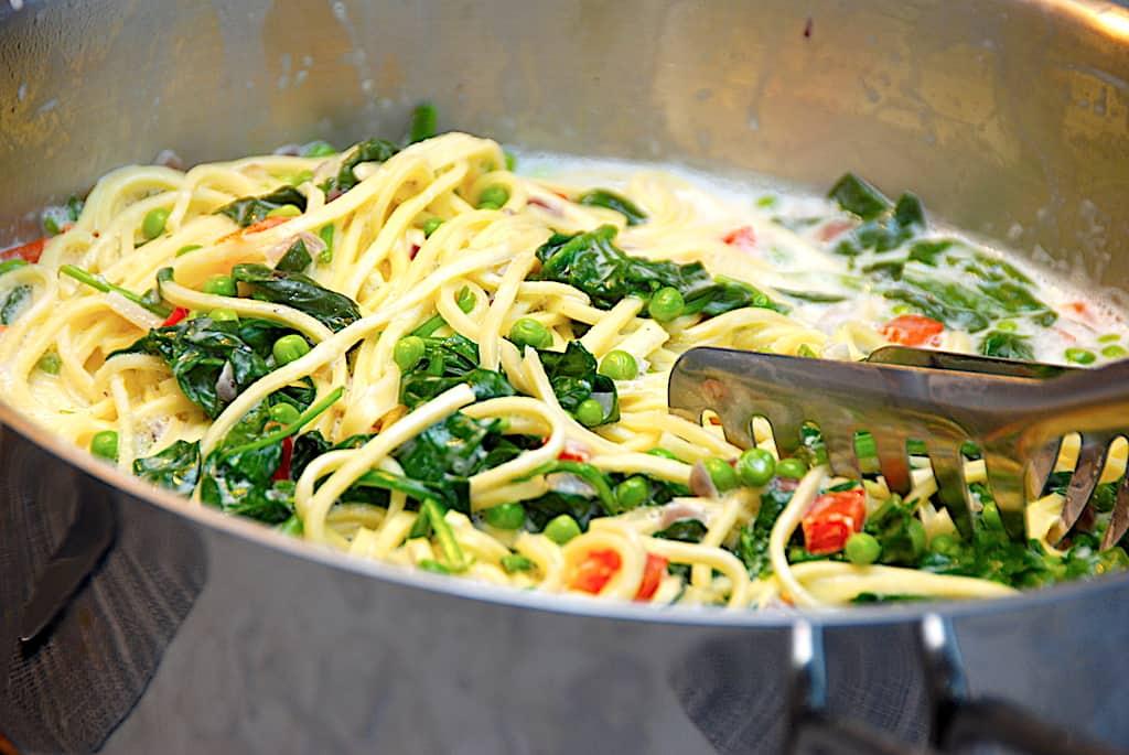 Frisk pasta med laks og spinat på 20 min.