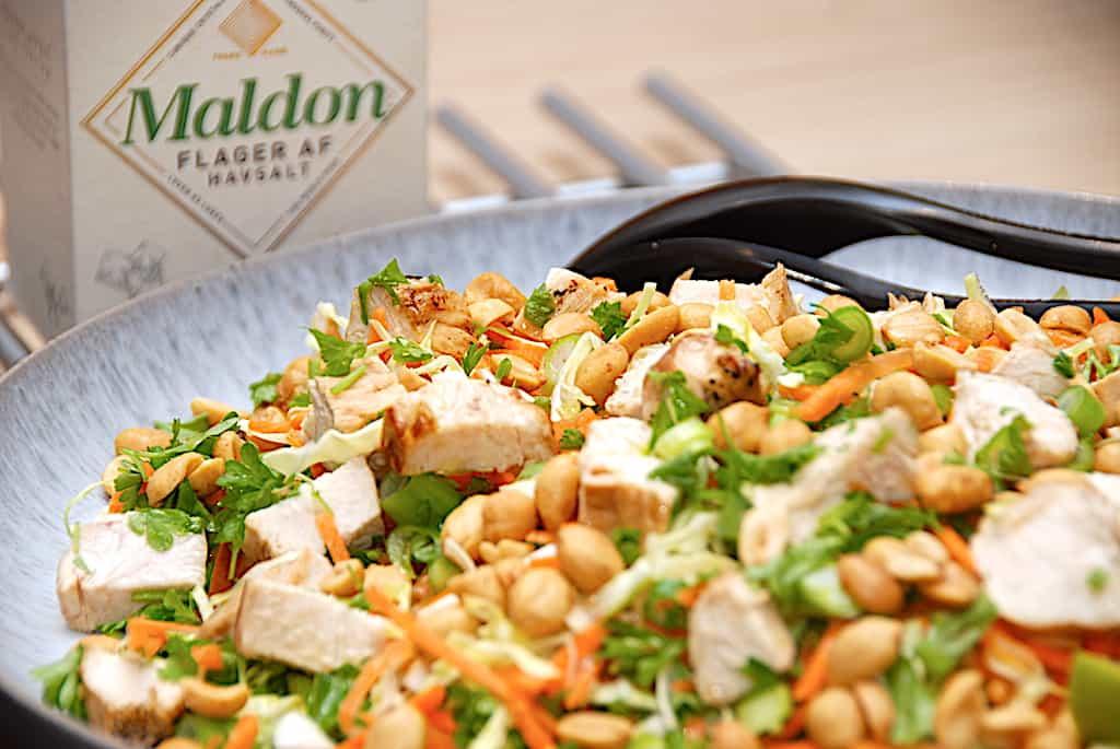 Rustik salat med kylling og spidskål