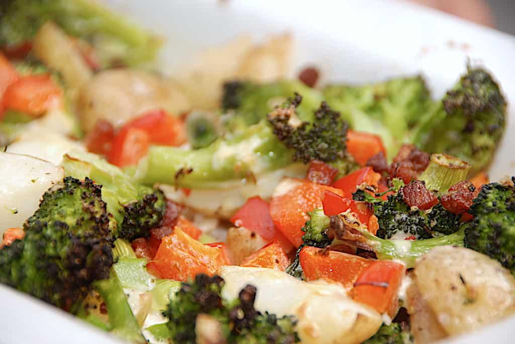 baconfad med kartofler og broccoli