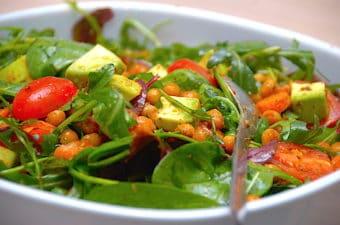 Kikærtesalat med gulerødder og avocado (vegetar)
