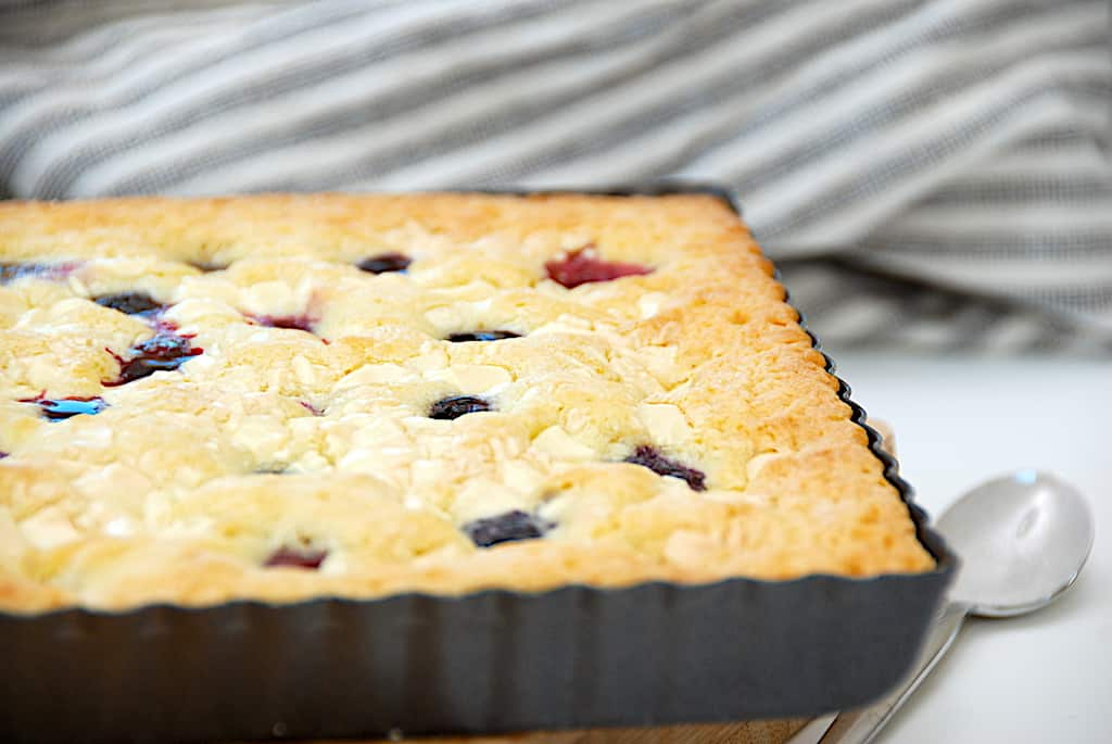 Blondie med blåbær - nem hvid chokoladekage