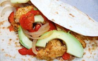 fajitas med kylling og avocado
