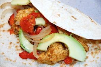 Mexicanske fajitas med kylling og avocado