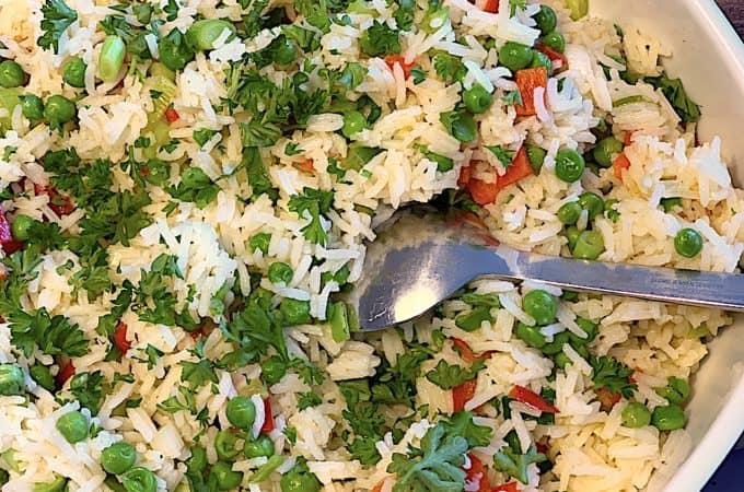 løse ris med ærter og peberfrugt