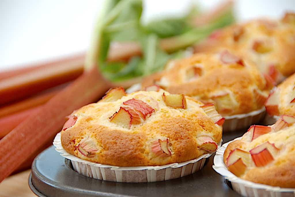 Rabarbermuffins - 12 luftige muffins med rabarber