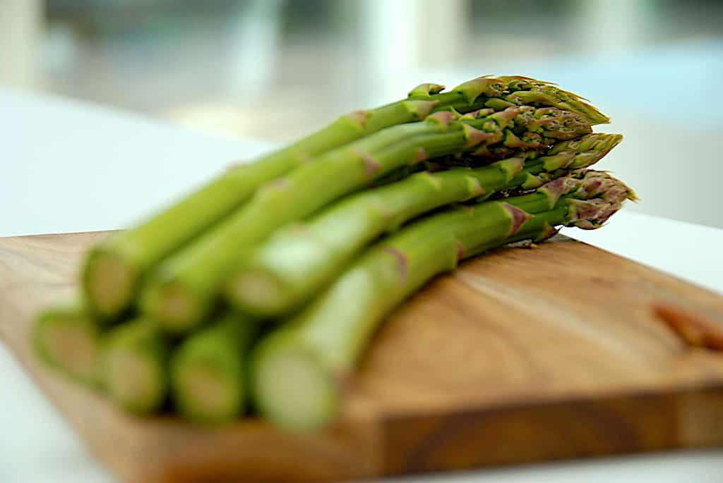 Asparges – fakta om grønne og hvide asparges!