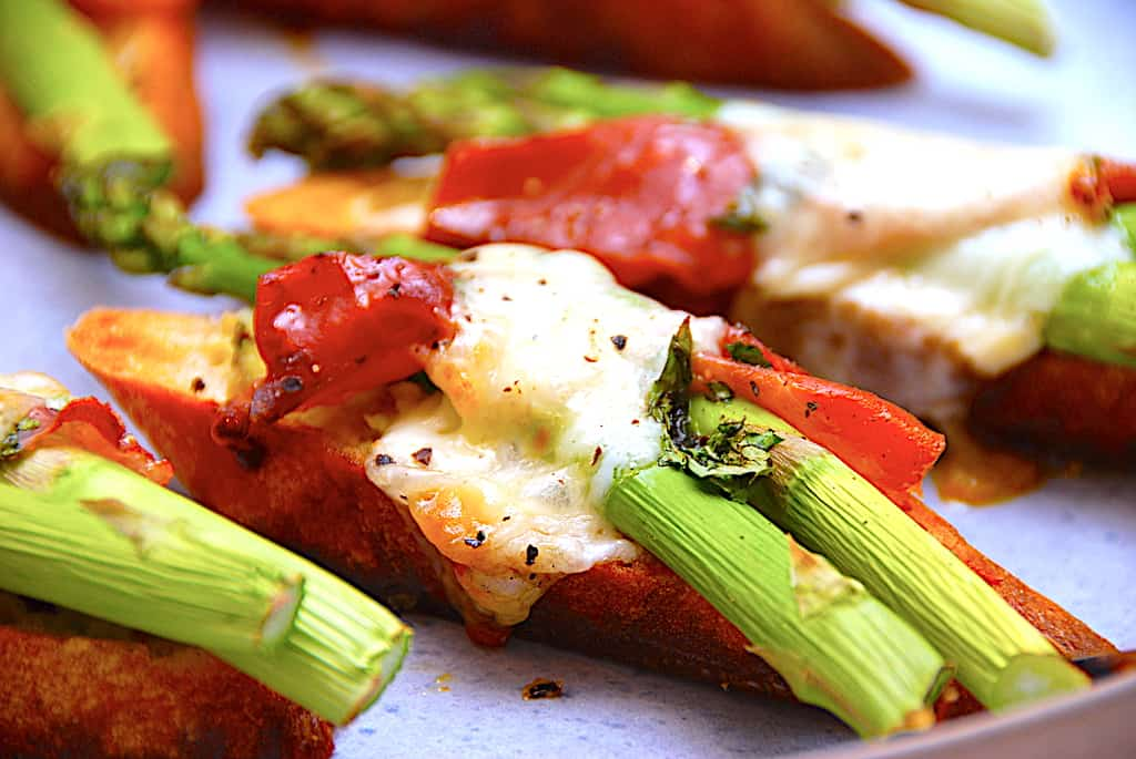 Crostini med asparges - ristede italienske brødstykker