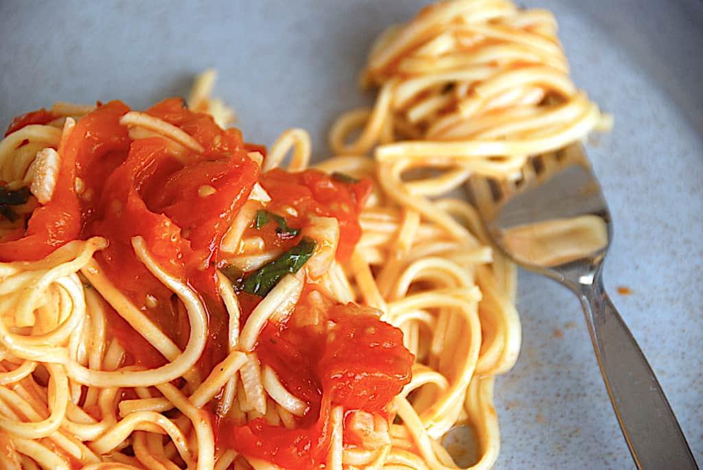 Pasta pomodoro - pasta opskrift med nem tomatsovs