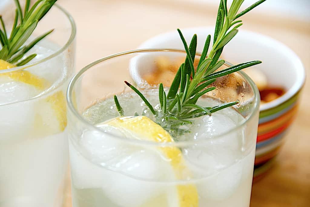 Tom Collins - opskrift på drink med gin og danskvand