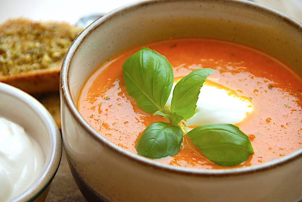 tomatsuppe med creme fraiche