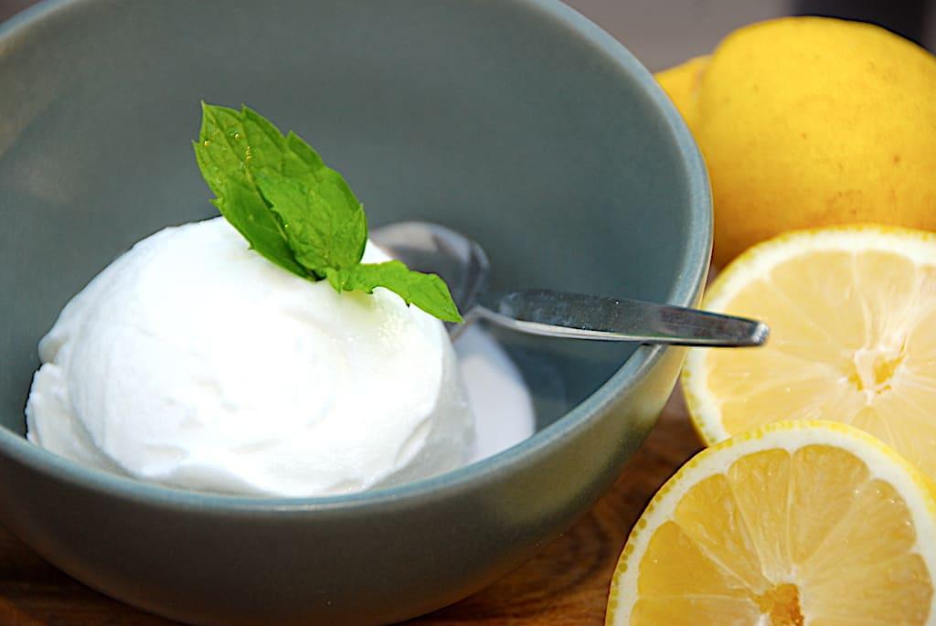 Italiensk citronsorbet - opskrift med eller uden ismaskine