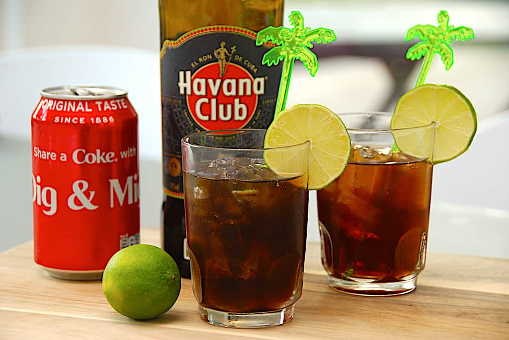 Cuba Libre - opskrift på drink med rom og cola