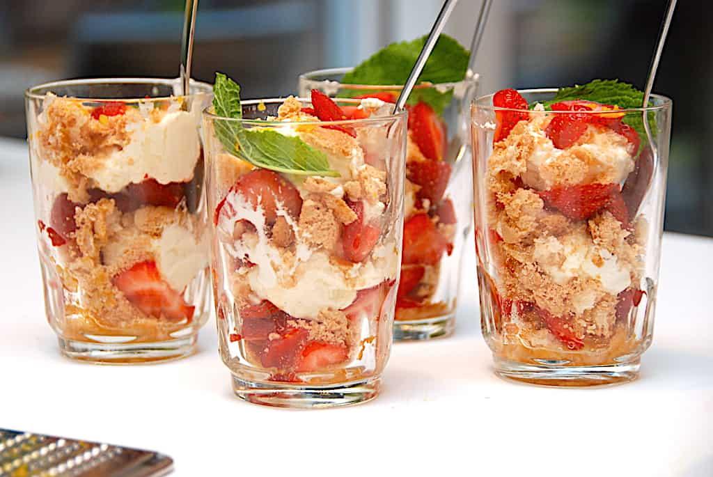Jordbær trifli - nem trifli med jordbær og makroner