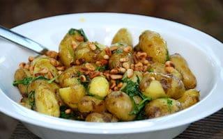 nem kartoffelsalat med rucola