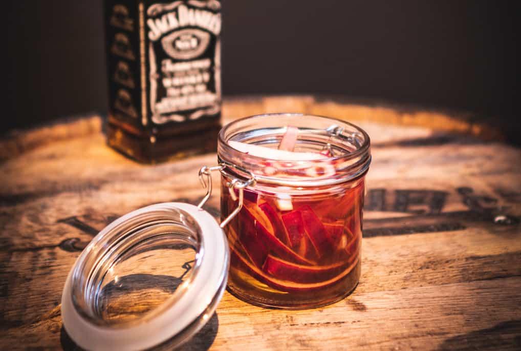 whiskysyltede rødløg med Jack Daniel's