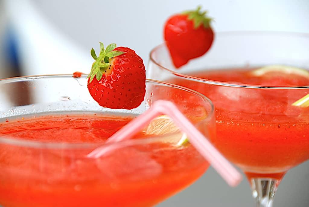 Frozen strawberry daiquiri -opskrift med og uden alkohol