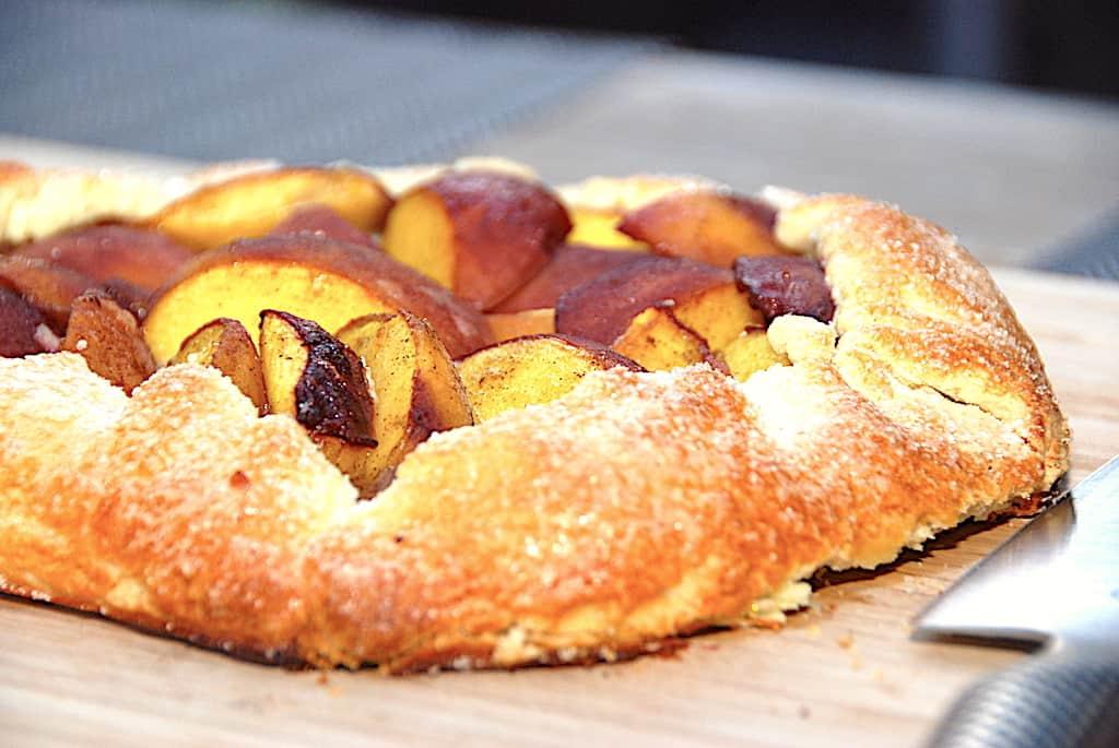 Galette med fersken - nem opskrift på dessertkage