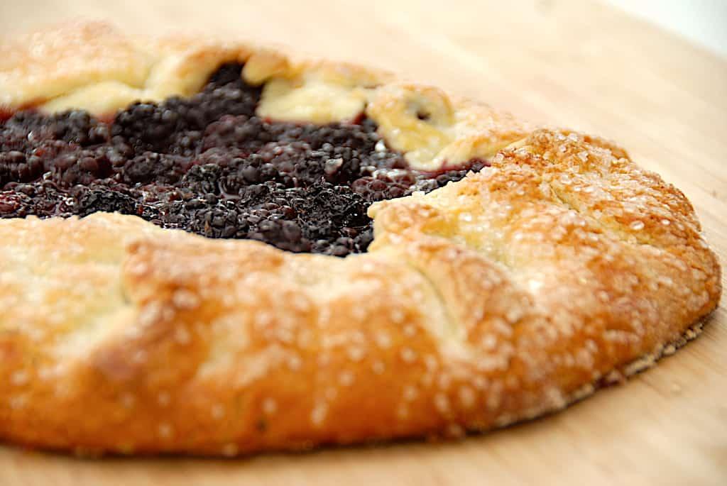 Brombær galette - nem kage med friske eller frosne bær