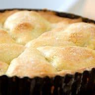 pæretærte lavet med mørdej og halve pærer