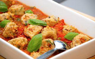 kyllingeboller i tomatsovs