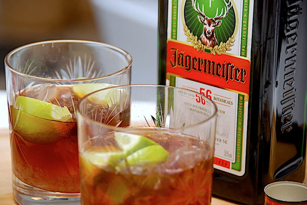 Brandbil drink med Jägermeister og rød sodavand